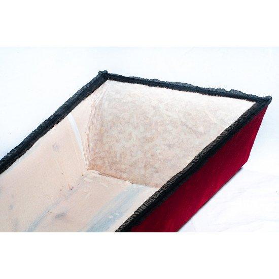 Гроб обитый бордовой тканью с черной строчкой